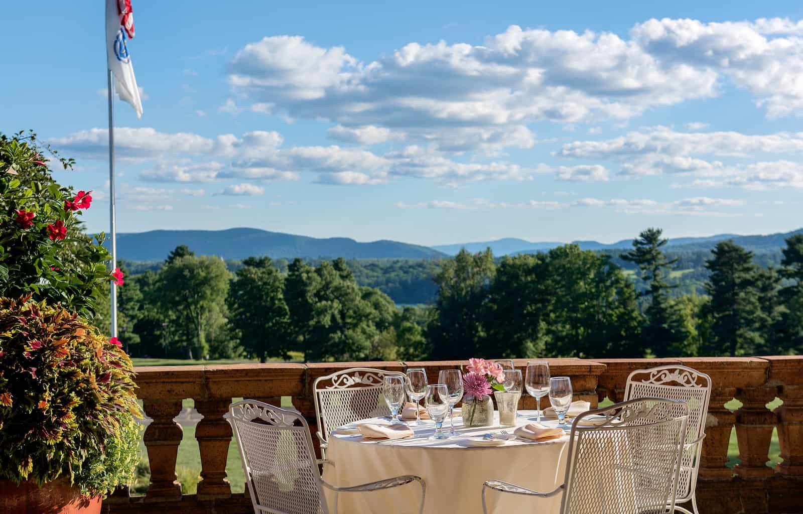 Wyndhurst Outdoor Dining